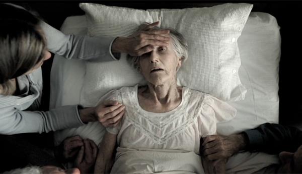 Khi nằm mơ người thân chết là anh em trong nhà thì chắc chắn bạn sẽ sợ hãi khi tỉnh dậy. Thế nhưng đây lại là điềm báo may mắn đó. Ngoài ra, giấc mơ này còn cảnh báo bạn đang bị stress, căng thẳng và cần được giải tỏa để bản thân thoải mái hơn.